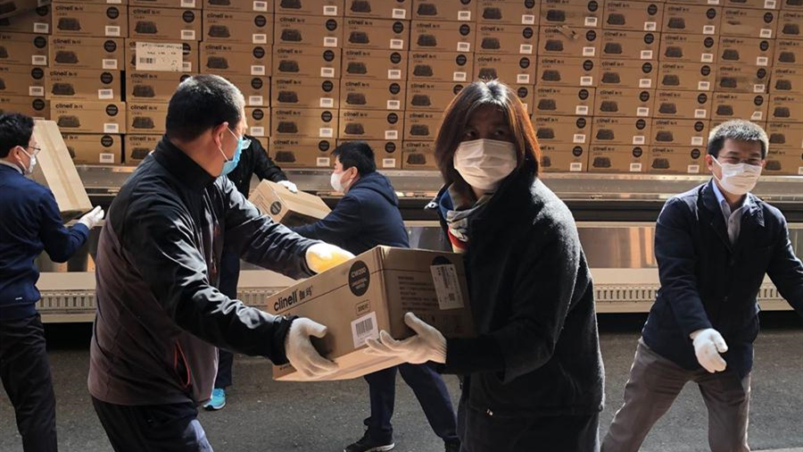 """中國駐日本大阪總領館向在日留學生發放""""健康包"""""""