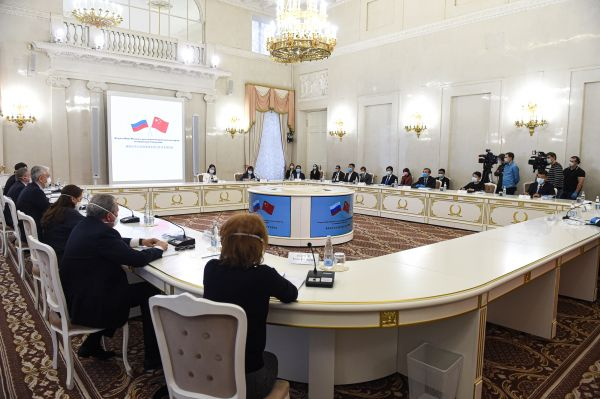 俄媒关注:中国专家组奔赴俄抗疫一线