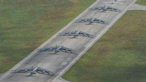 """美军B-52结束16年进驻任务撤离关岛 6天前还在""""秀肌肉"""""""