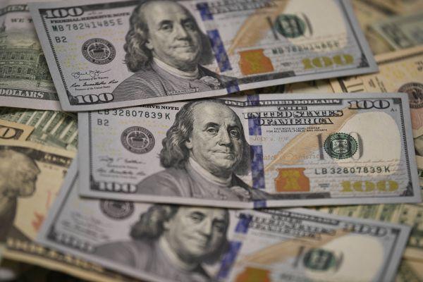 """美媒文章:疫情或强化美元""""王者""""地位"""