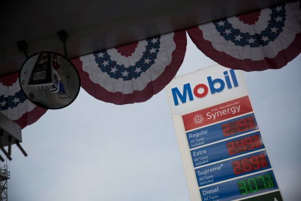 """1.6亿桶石油在海上晃荡之时 全球石油业遭遇""""毁灭性一天"""""""