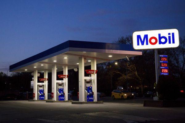 美媒看法:全球不景气将令油价历久走低