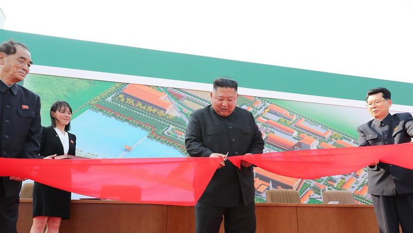朝鲜最高领导人金正恩出席顺川磷肥生产基地竣工仪式