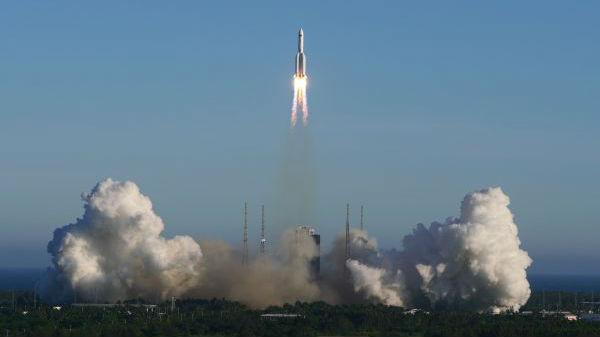 长征五号B首飞成功 境外媒体:中国正稳步迈向太空