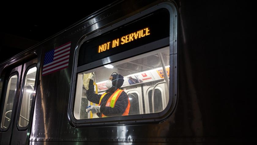 紐約地鐵夜間暫停運營 開始每天消毒