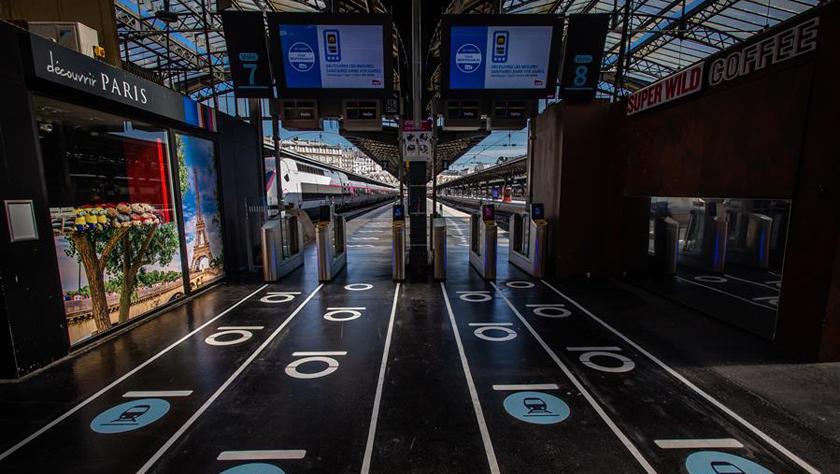 """巴黎火車站:標注""""社交距離"""" 迎接""""解封"""""""