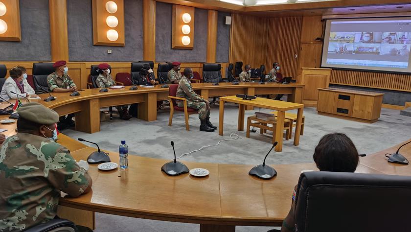 中國與南非軍方舉行新冠疫情防控經驗交流會