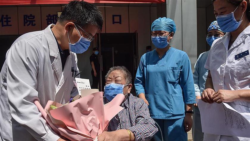 """北京首例ECMO""""脫機""""新冠肺炎危重癥患者康復出院"""