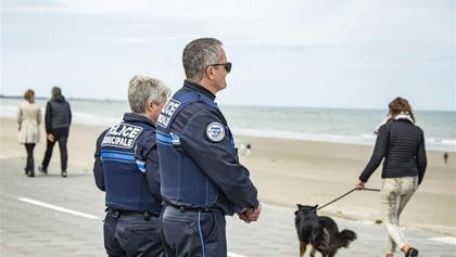法國北部部分海灘重新對公眾開放