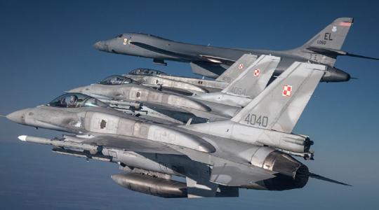 为盟友撑腰?多国战机护航美B-1B巡航东欧