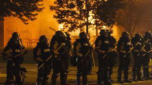 """美媒:疫情大流行和警察暴力 两场""""瘟疫""""同时肆虐美国"""