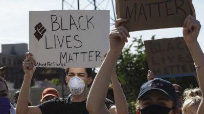 法媒盘点命丧警察暴力的美国黑人:有人被枪击时举着双手