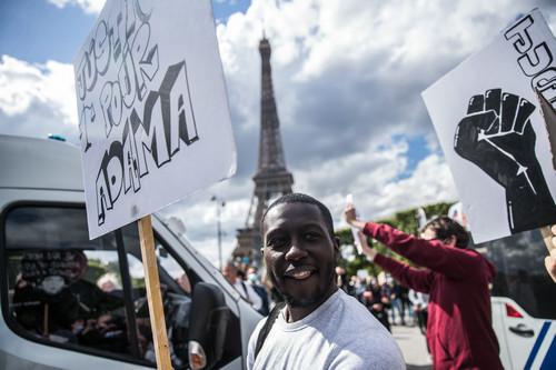 美媒:抗议浪潮中多地惩戒不良执法 美警察执法方式或迎转折点