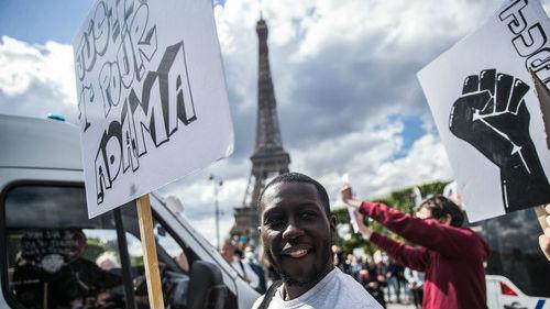 外媒聚焦:全球多地声援美国抗议活动