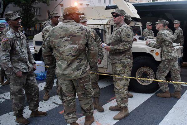 7日在白宫附近拍摄的美国国民警卫队成员(法新社)