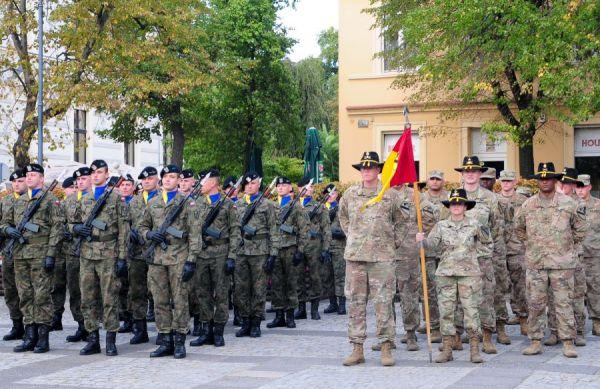2018年,美国陆军第一骑兵师官兵与波兰陆军官兵参加联合训练(美国陆军网站)