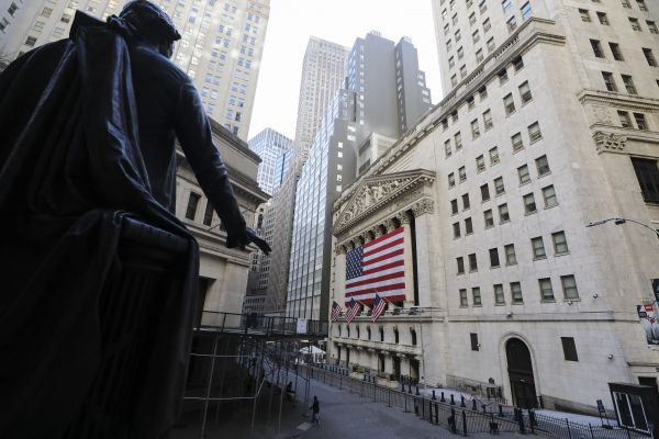 """外媒:八成基金经理认为全球股市""""估值过高"""""""