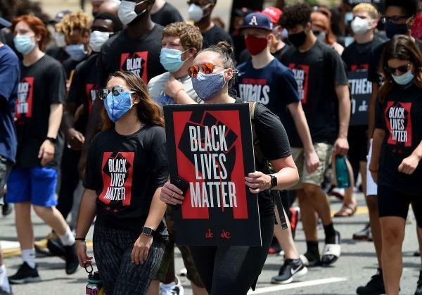 """""""六月节""""抗议浪潮席卷全美 欧洲议会决议谴责种族主义_德国新闻_德国中文网"""