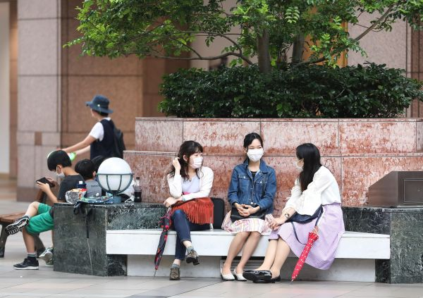 外媒:夏日炎炎推出清凉口罩 口罩生产商嗅到新商机