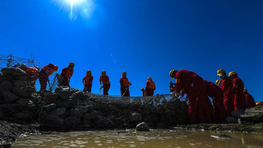 新疆举行公路突发地质灾害应急演练
