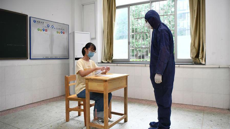 """特别的考场有哪些不一样?——考前探访高考""""隔离考室""""见闻"""
