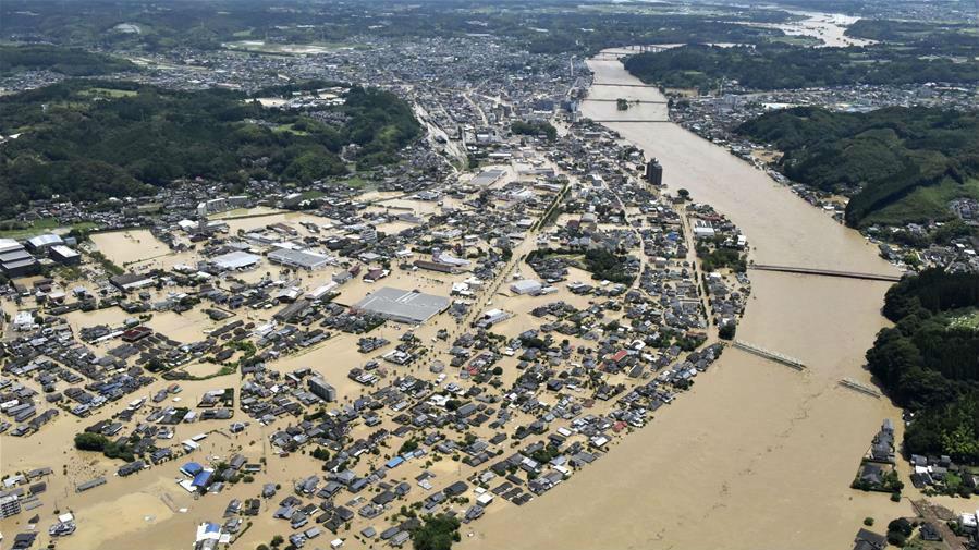 日本九州强降雨引发洪灾