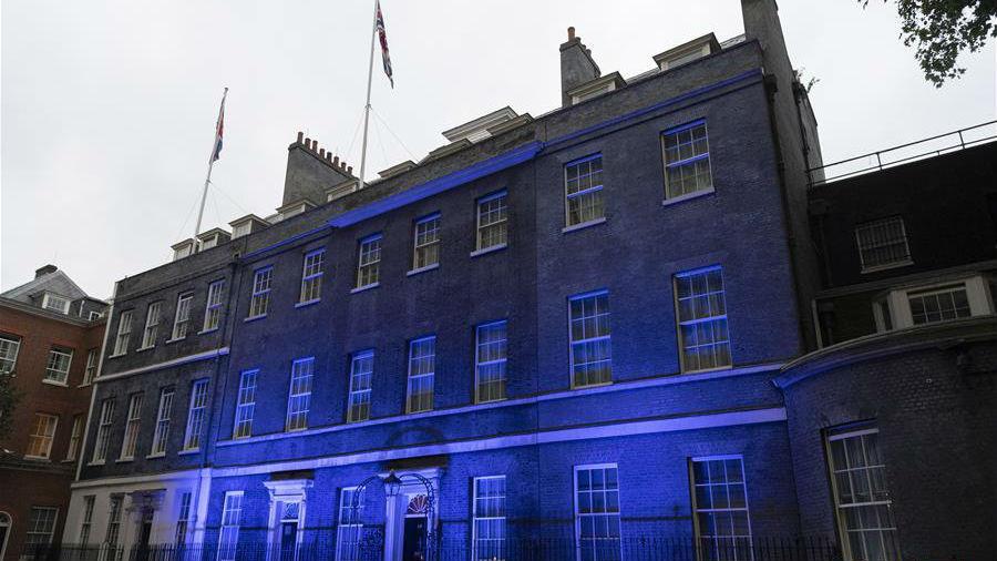 伦敦亮灯祝贺英国国民保健制度建立72周年