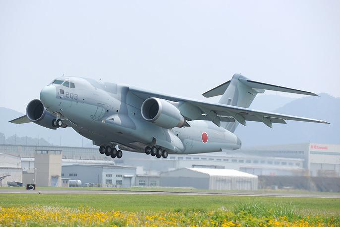 """日防卫省大力""""推销""""C-2运输机 防卫相""""现身说法"""""""