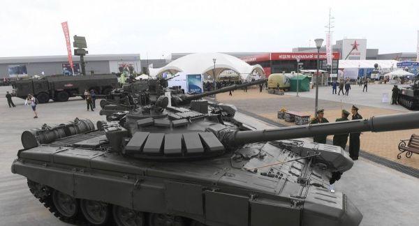 资料图片:俄罗斯T-80BVM坦克