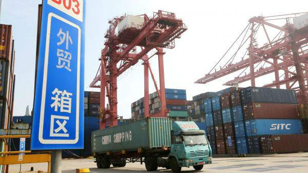 """中国出口额实现""""三连升"""" 外媒热评:市场会慢慢好起来"""