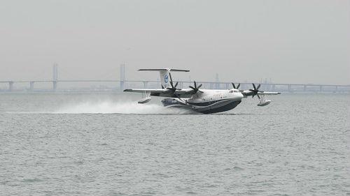 """能上天能下海 """"鲲龙""""AG600海上首飞成功引关注"""