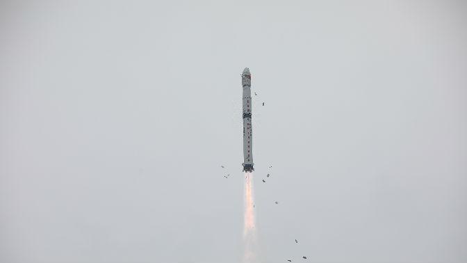 一箭三星 外媒:中国卫星发射再传捷报