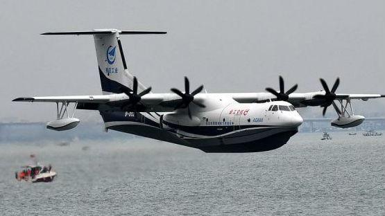 """英媒关注""""鲲龙""""AG600海上首飞 未来或用于支援海上监视及后勤补给"""