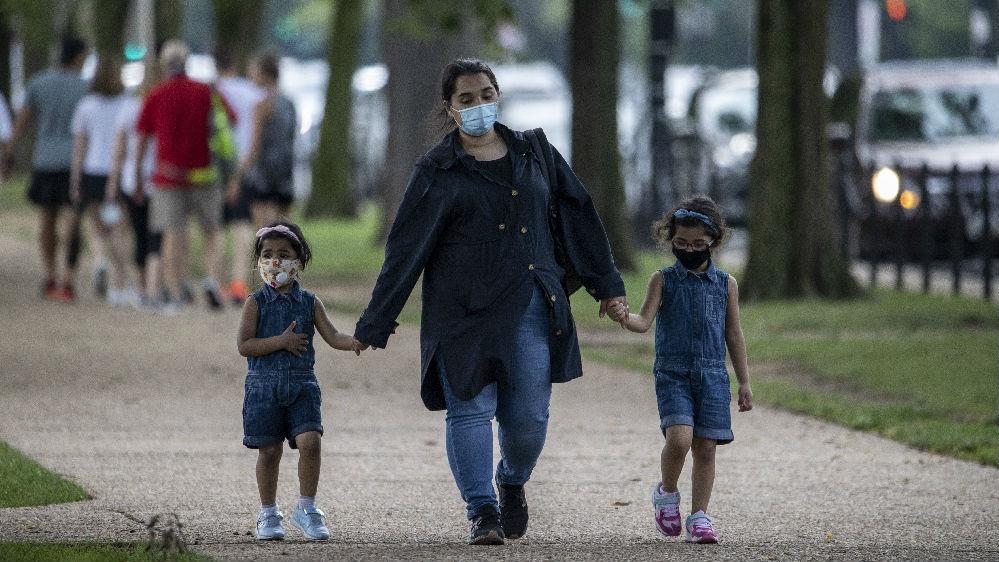 疫情加剧令美国社会不堪重负:失业人员或断炊 父母带娃压力大