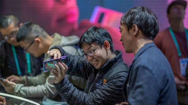 英媒:改进初代痛点 三星推出新一代可折叠手机