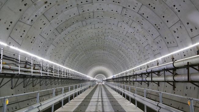 国内最大直径越海盾构隧道——汕头海湾隧道贯通