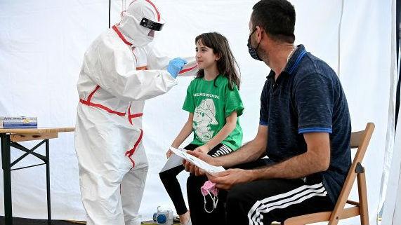 全球新冠病例逼近2000万 美累计感染病例已破500万