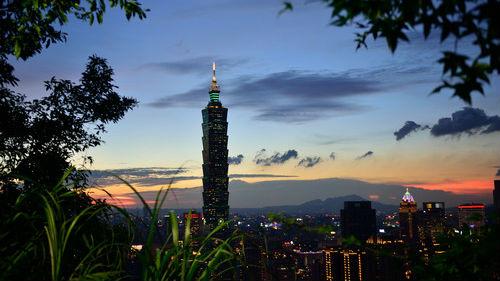 台媒文章:好处美国拿 风险台湾担