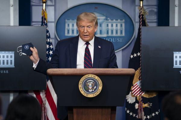 """外媒:特朗普和他讲的""""抗疫故事""""屡遭打脸"""