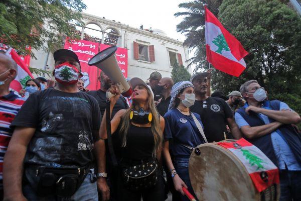 外媒:贝鲁特大规模抗议升级 黎总理呼吁提前大选化解危机_德国新闻_德国中文网