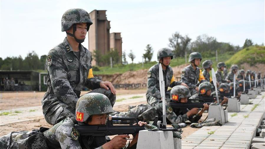 """陆军""""四会""""教练员比武提升新兵训练质效"""