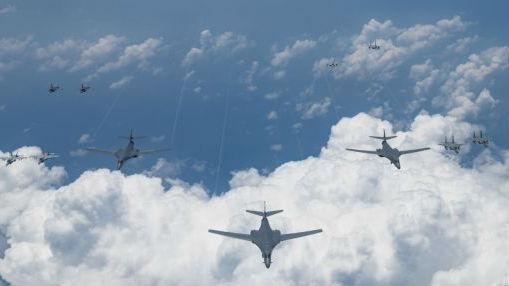 美军六架轰炸机印太秀肌肉