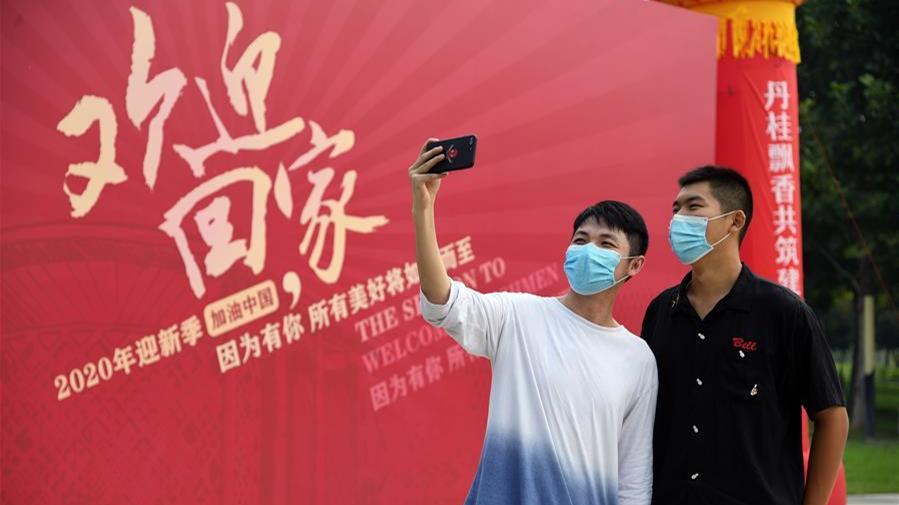 北京高校陆续迎来学生返校