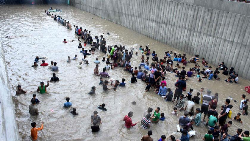 巴基斯坦卡拉奇强降雨致23人死亡