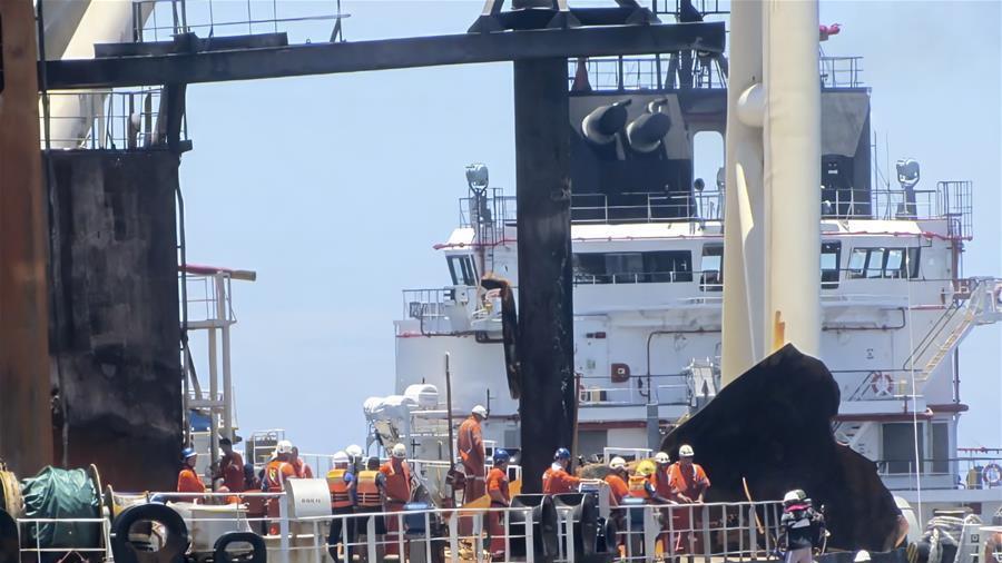 斯里兰卡海军:失火油轮原油储罐未受到伤害