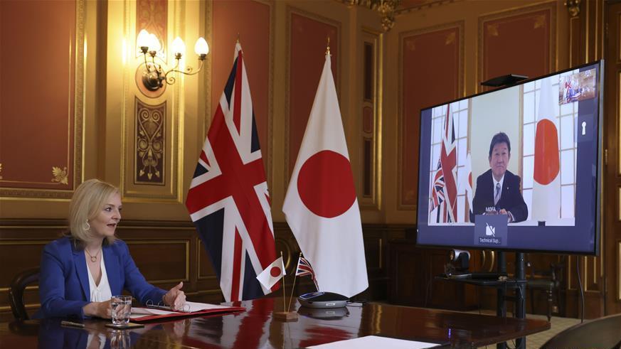 """英国达成""""脱欧""""后首份重大贸易协议"""