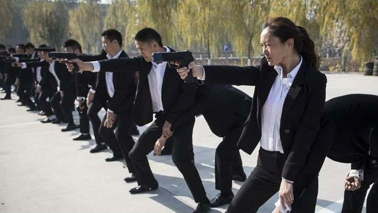 """法媒探访中国""""保镖学院"""":更重防黑客 找窃听器是必备技能"""
