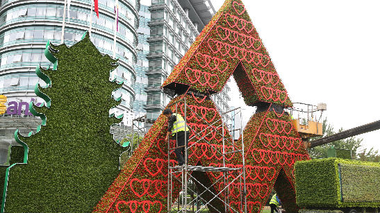 外媒:北京盛装迎接国庆节 黄金周旅游业有望强劲复苏