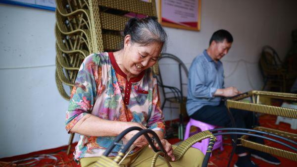 外国媒体:中国脱贫攻坚给世界树立榜样