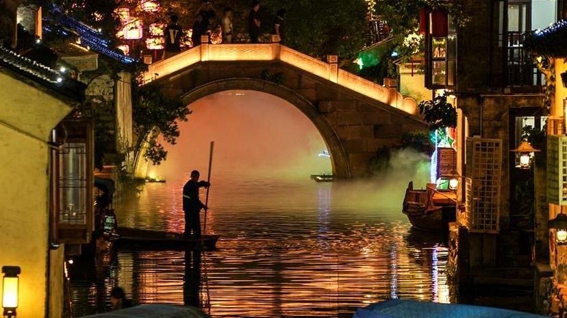 桨声灯影夜周庄